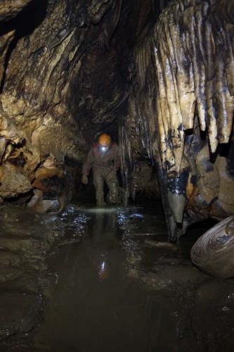 Horizontální chodba jeskyně Alibek